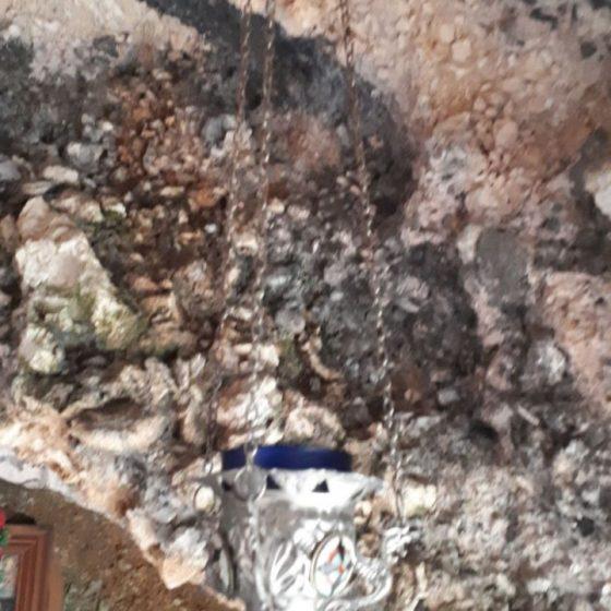 Κρεμαστό καντήλι από τη σπηλιά του Αγίου Γερασίμου.