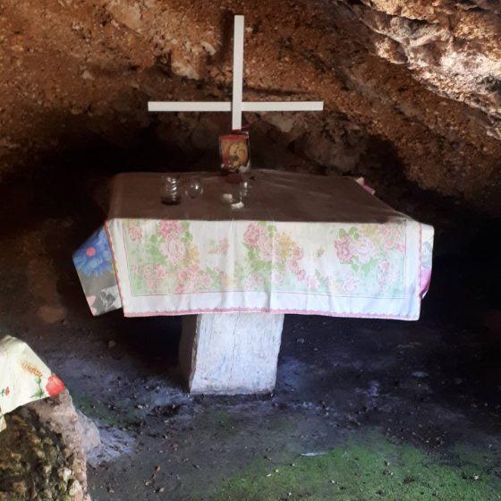 Από το εσωτερικό της σπηλιάς του Αγίου Γερασίμου.
